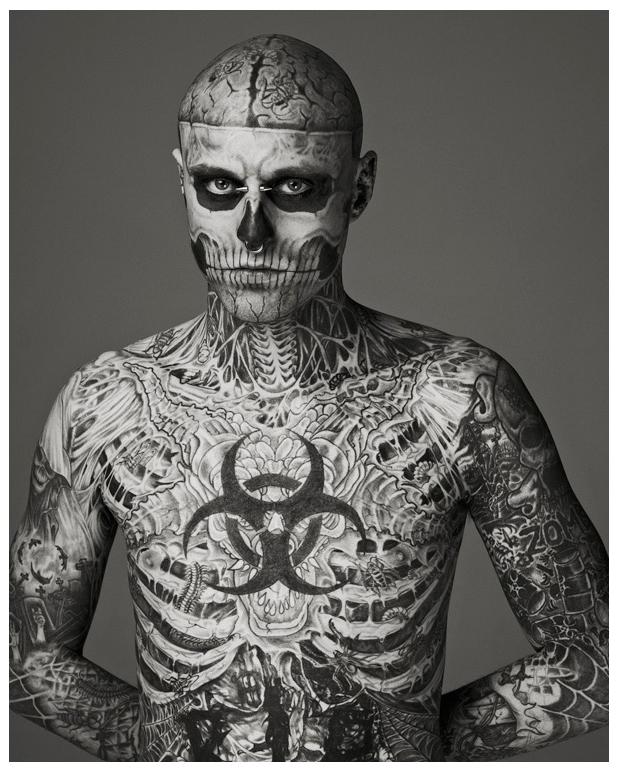 Парень который весь в тату скелет
